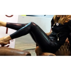 BLACK TIGHT LEGGINS IN PLEATHER