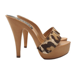 CLOGS WITH UPPER LEOPARD...